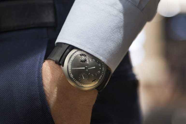 In-Depth: Tony Fadell & Benoît Mintiens Discuss The Ressence Type 2 e-Crown Concept