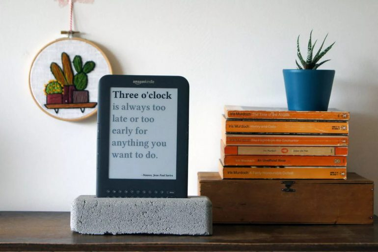 Recommended Reading: How To Turn An E-Reader Into A Quirky Clock